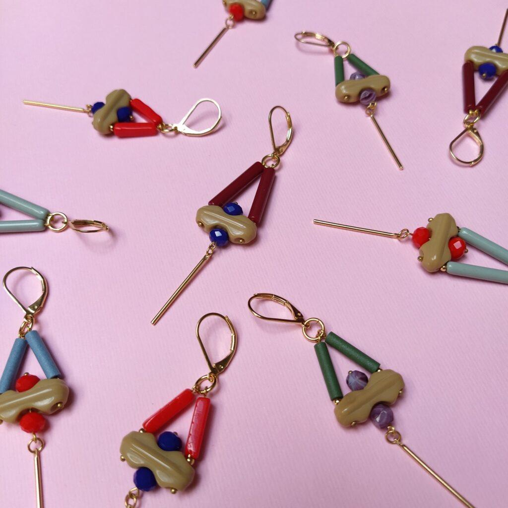 Dimensions des boucles d'oreille attaches incluses : largeur 1 8cm - longueur 8cm.