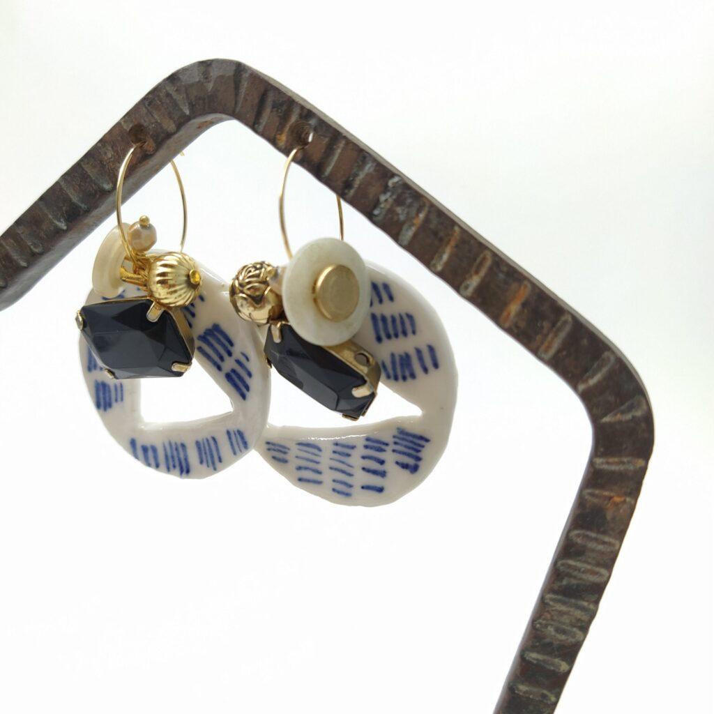 Dimensions des boucles d'oreille attaches incluses : largeur 3 8cm - longueur 5 5cm.