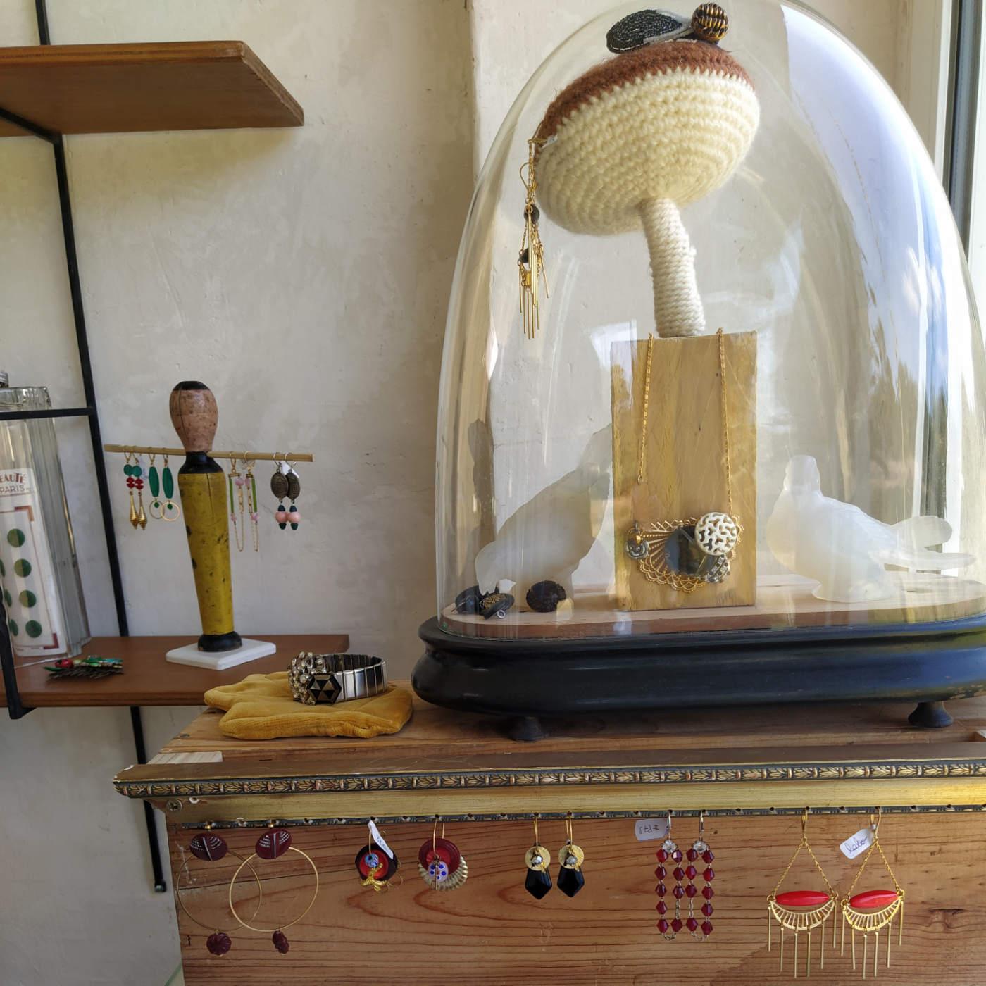 Laborantique atelier de bijoux fantaisie à Échourgnac en Dordogne